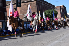 Cowgirls-in-parade